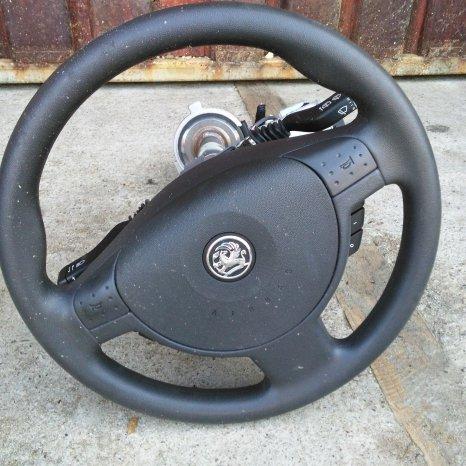 Volan Opel Corsa in stare buna