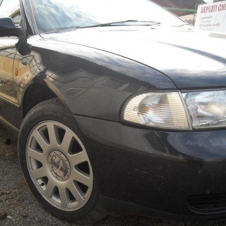 Dezmembrez Audi A4 benzina motor