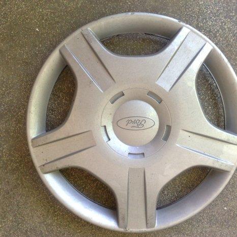 4 Capace (3 de un fel si 1 diferit) roti Ford Focus I, r14, an 2001