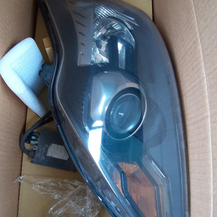 Vand set faruri cu Xenon compatibile cu Ford Focus din 2007 model M