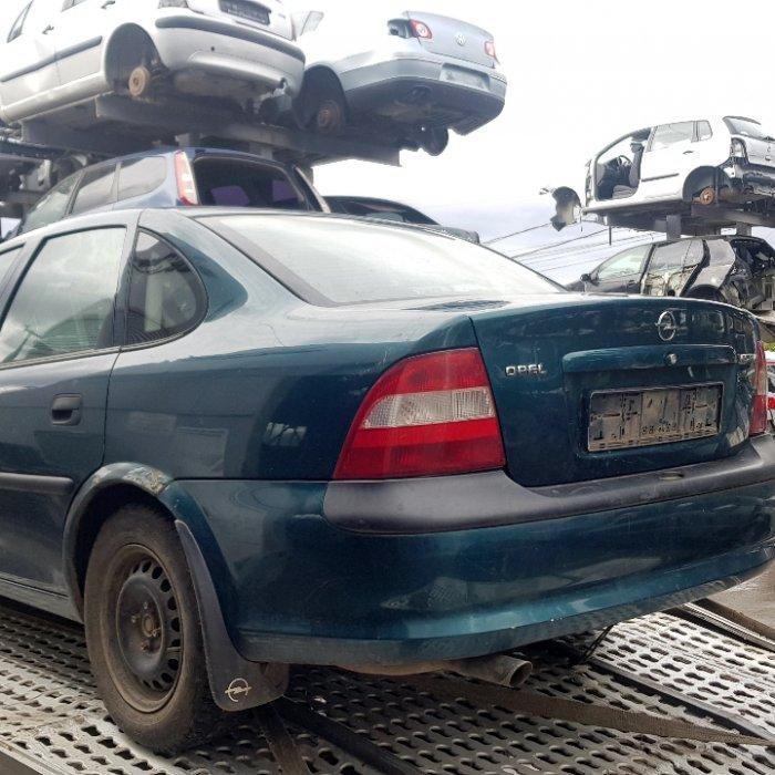 Dezmembrari Opel Vectra 1.6S, an 1996