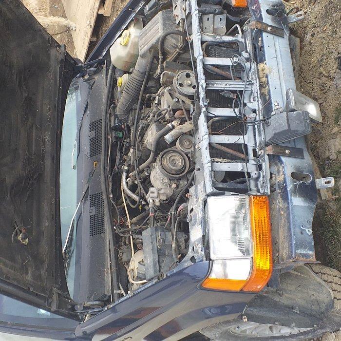Dezmembrez  un Jeep Grande Cherokee