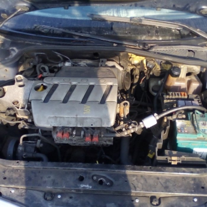 Dezmembrez Renault Laguna II, an 2002, motorizare 1.8 16V