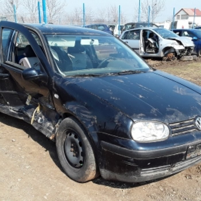 Dezmembrez Volkswagen Golf, an 2003, motorizare 1.4 16V, Benzina,