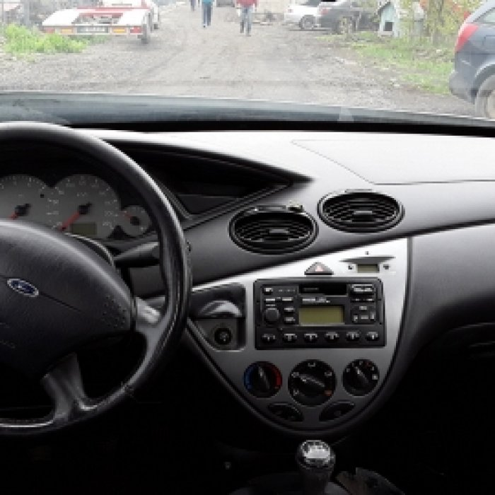 Dezmembrez Ford Focus , an 2001, motorizare 1.4 16V, Benzina, kw 55, caroserie Hatchback.