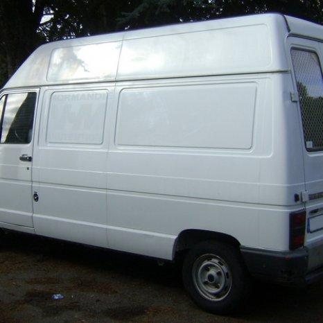 Dezmembrez Renault Trafic 1996