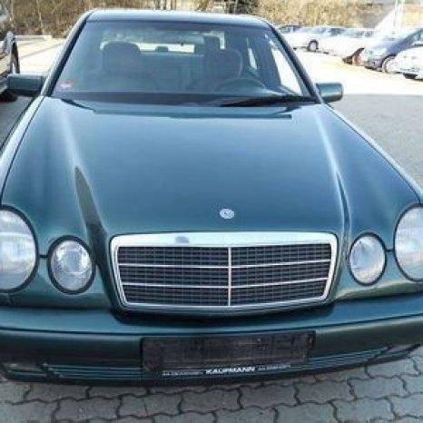 Dezmembrez Mercedes Benz E 300 usi