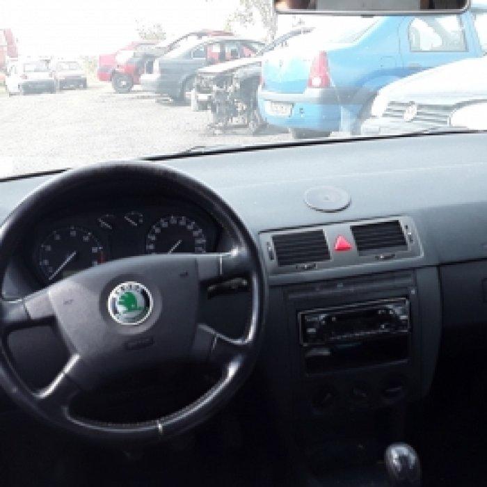 Dezmembrez Skoda Fabia, an 2004, motorizare 1.4 16V