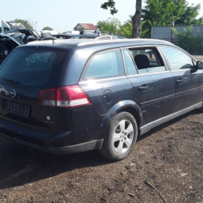 Dezmembrez Opel Vectra C, an 2004,2.2 DTI,