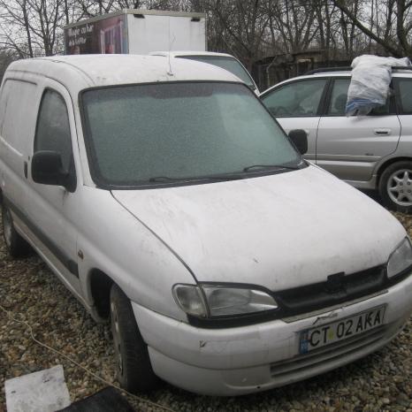 Dezmembrez Peugeot Partner 1.9 diesel din 2000