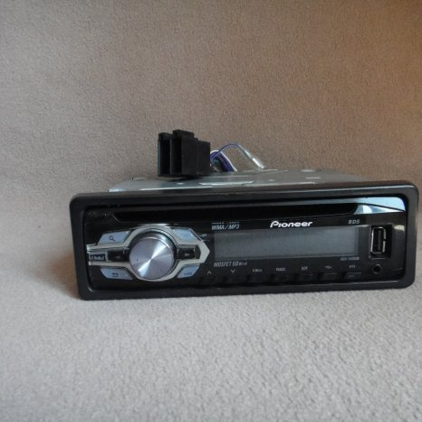 Vand radio cd mp3 auto pioneer cu stick usb 4x50w