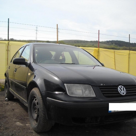 Dezmembrez Volkswagen Bora alternator - 2000