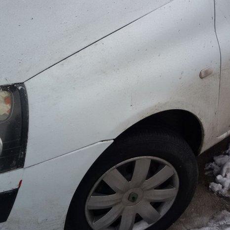 Dezmembrez Renault Clio 1.5 dci euro 3 an 2005