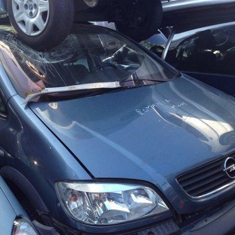 Dezmembrez Opel Zafira 1.8 benzina
