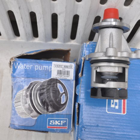 Vand pompa de apa SKF VKPC 88615