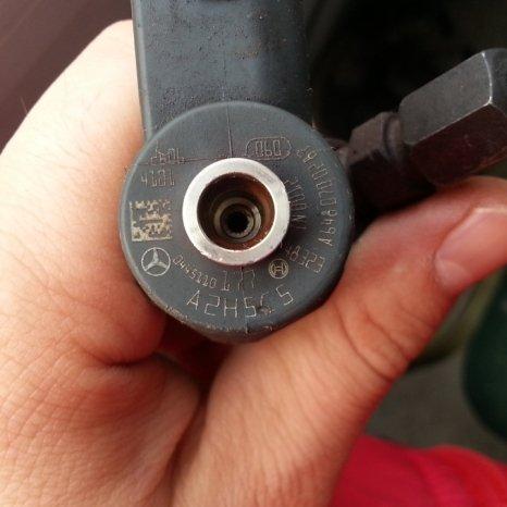 Injector pentru  Mercedes 2.2 CDI. cod 0445110177