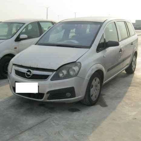 Dezmembrez Opel Zafira, an 2006