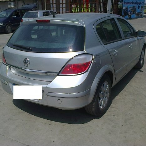 Dezmembrez Vauxhall Astra, an 2005