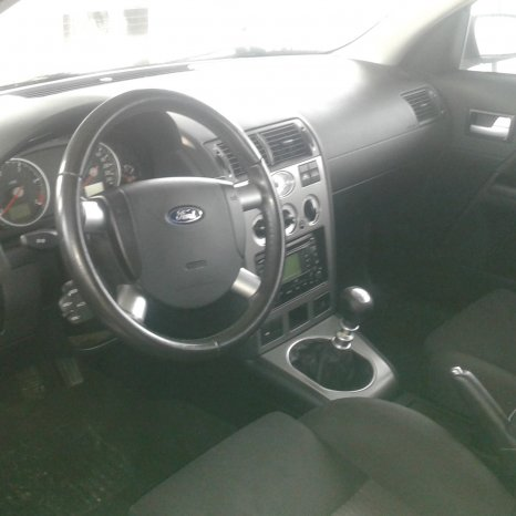Ford Mondeo hatchback an 2002
