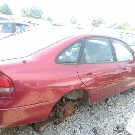 Dezmembrez Mazda 626