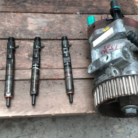 Vand Pompe inalta/injectie dacia logan, renault clio 1.5dci