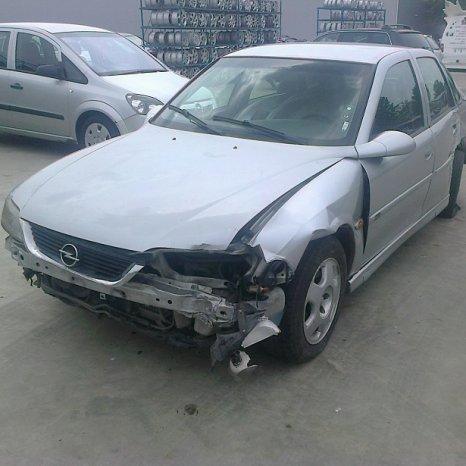 Dezmembrez Opel Vectra, an 2000