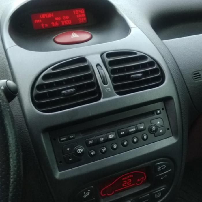 Casetofon Peugeot 206 ( original ) probat