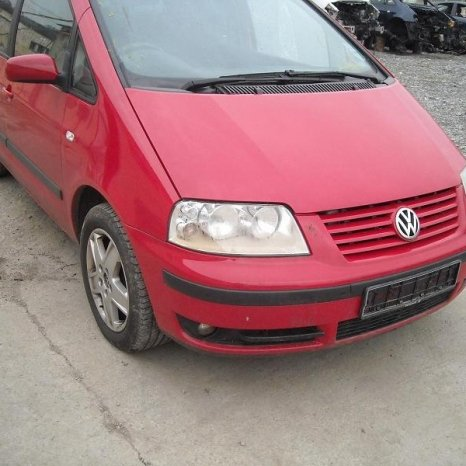 Dezmembrez VW Sharan 1.9 tdi alternator - 2002