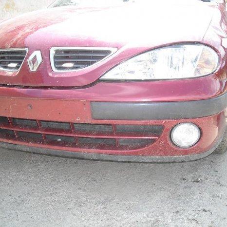 Dezmembrez Renault Megane 1 1.4i din 2000