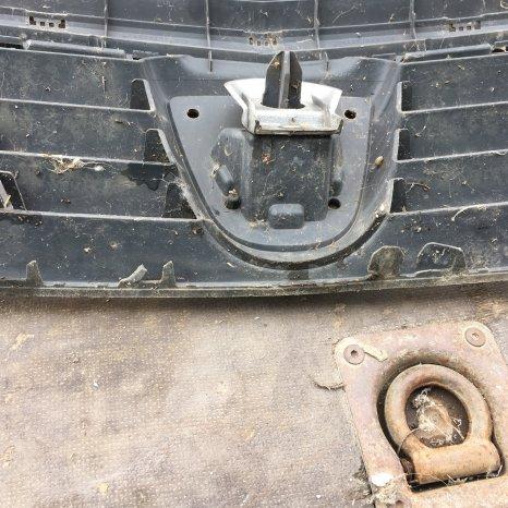 grila radiator logan