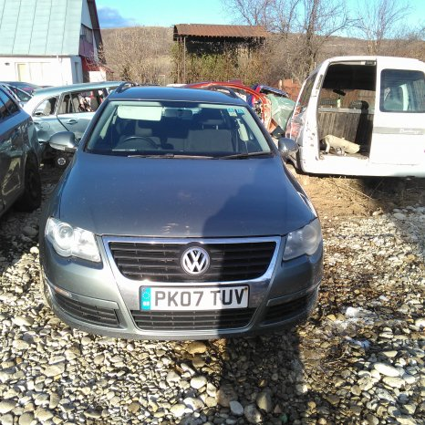 Dezmembrez VW Passat B6  3C2, 2.0 TDI 16v 103kw motor BKP din 200