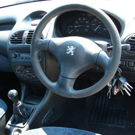 Dezmembrez Peugeot 206 1999