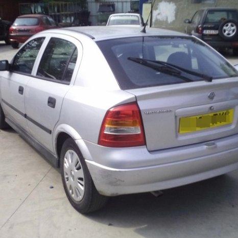 Dezmembrez Vauxhall Astra, an 2002,