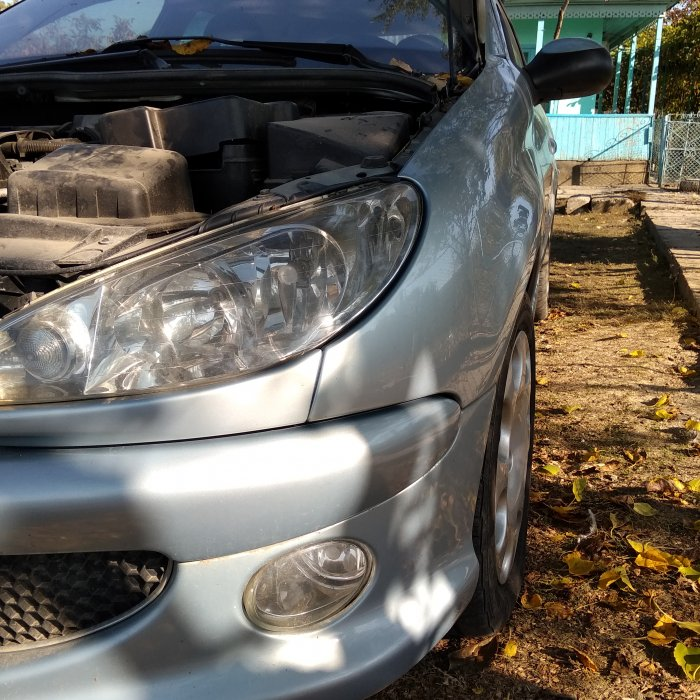 Far stanga Peugeot 206 in stare perfecta